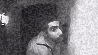 玄関チャイムを3時間舐め続けた男をとらえた監視カメラ映像(アメリカ)