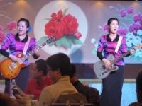 歌って踊れる美女軍団のいる北朝鮮レストラン
