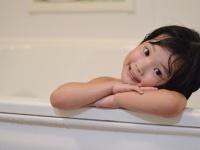 女子大生に聞いた、 パパとのお風呂いつ卒業した? 一番多いのは◯歳ごろ!