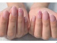 春ネイルは春カラーで女子力アップ!優しい雰囲気が魅力的な桜色ネイル