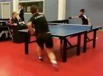 大人対子どもの卓球勝負。子どもが転んでしまうもその後奇跡が起きた!
