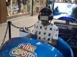 大絶叫!VR版ジェットコースターに乗った男性の怖がり方がヤバすぎる