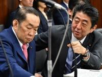 安倍首相と金田法相(写真:Natsuki Sakai/アフロ)