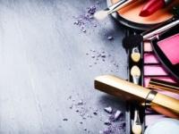 化学物質入りコスメをやめると環境ホルモンの尿中濃度が低下(shutterstock.com)