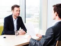 社会人が思う「営業職あるある」6選! 「カフェに詳しい」「名刺がたまる」