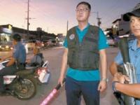 フィリピン警察と自警活動を行うフィリピン在住韓国人