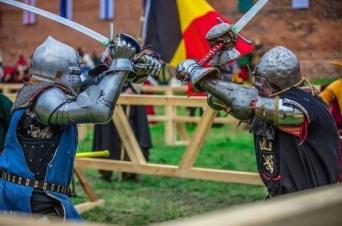 中世の甲冑を着て実際に戦うとどんな感じなのか?
