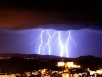 「雷に打たれると異能に目覚める」は本当か?雷に打たれた後特殊能力を身に着けた3つのケース