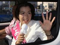 選挙活動を行う前衆議院議員の豊田真由子氏(写真:日刊現代/アフロ)