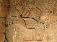 すでに発掘されているエサルハドン王の石碑 「Wikipedia」より引用