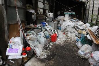 都内で問題になっているゴミ屋敷を直撃した(撮影/村田らむ)
