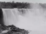ナイアガラの滝が崩落する瞬間を捉えた1954年の記録映像が凄すぎる