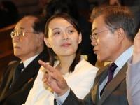 韓国の文在寅大統領(右)と北朝鮮の金与正朝鮮労働党第1副部長(中央)(写真:YONHAP NEWS/アフロ)