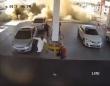 ガソリンスタンドの地下タンクが突如爆発、監視カメラがとらえた衝撃映像(サウジアラビア)