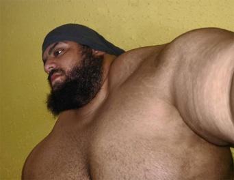 「イランのハルク」の異名を持つ超絶筋肉のあの男がついに総合格闘技に参戦。ブラジルのハルクと対戦するだとぅ?