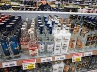 メタノール入りの入浴剤1ボトル25mlがウオッカの半値(Akimov Igor / Shutterstock.com)