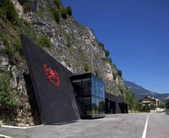 ネルフの基地かな。イタリアの消防署が瞬間、心重ねそうなくらいSFテイストだった件