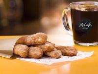 日本上陸が待ち遠しい!マックの朝食メニューにドーナツスティックが登場(アメリカ)