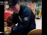 心臓発作で倒れ、2匹の愛犬と引き離された男性。見知らぬ人々の尽力で再び愛犬を取り戻す(アメリカ)