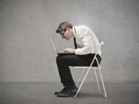 「運動不足」よりも「座ること自体」が認知症の原因に?(depositphotos.com)