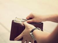 平日財布にいくらお金を持ち歩いている? 社会人の平均金額Top5