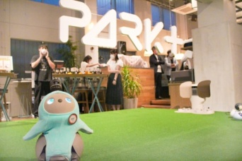 帰りたくなくなる! ロボットと共生する新空間「PARK+」オープン
