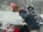 積雪をおろしたい父と雪で遊びたい子ども。両者の希望を叶えるアイディアが面白い