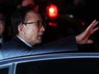 逮捕される李明博元韓国大統領(写真:YONHAP NEWS/アフロ)