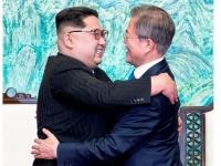 第3回南北首脳会談 「板門店宣言」に署名(写真:代表撮影/Inter-Korean Summit Press Corps/Lee Jae-Won/アフロ)