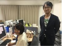 研究室で学ぶ樋口朝霞さんと村田雄基君