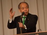 4月16日に開かれた新党大地の総会でスピーチする鈴木宗男氏