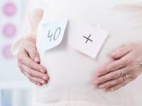 高齢出産には骨折というリスクも潜む(shutterstock.com)