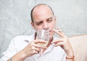 その一杯、その一本が、老け顔の源になるs(depositphotos.com)