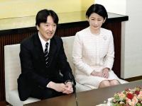 2018年11月22日、同月30日の誕生日を前に、紀子様と共に会見に臨まれる秋篠宮様(写真:読売新聞/アフロ)