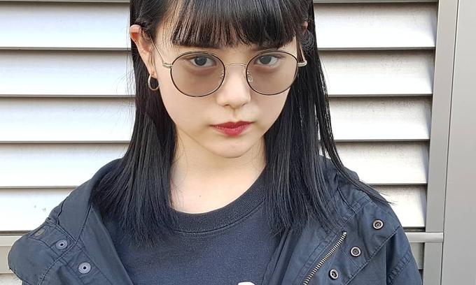 【暗髪と赤リップ最強説】モード感もアンニュイ感も出せるおフェロ女子で暗髪を堪能しよう!!