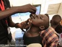コレラの予防接種を受ける男の子。©UNICEF South Sudan_2015_McKeever
