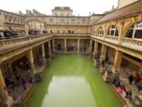 古代ローマ時代の浴場 tungtopgun / Shutterstock.com