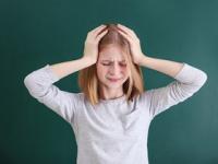 「頭が痛い」という子供の何気ない一言の中に「別の病気(2次性頭痛)」が隠れていることも(depositphotos.com)