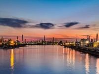 川崎市川崎区千鳥運河の夕景(「Wikipedia」より)