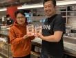 餃子を熱く語る蜂須賀敬明さん(左)と小野寺力さん