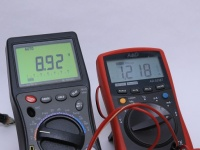 従来より高い電圧と電流でスマホを急速充電する規格が次々と登場