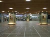 計画運休に伴い、普段はにぎわうターミナルも閑散としていた(画像はイメージ、Lover of Romanceさん撮影、Wikimedia Commons