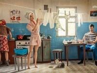 冷戦時代のソ連の市民の日常をバービーとケンの人形で再現したロシアの写真家