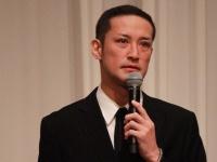 5月2日、会見をする松岡昌宏