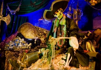「Disneyland:Pirates of the Caribbean」より
