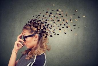 嫌なことを早く忘れたいなら、考えないようにするのは逆効果。ある程度意識を向ける方が良い(米研究)