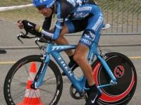 世界トップクラスの自転車競技選手が自身の脚の写真を公開。人体解剖図のような象徴的なふくらはぎに隠された真実