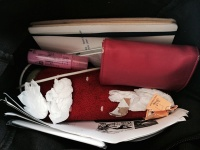 かばんの中も汚い……。