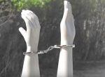 マンガや映画で見る『手錠だけ撃って、人質を解放』本当に可能か実験してみた。