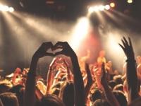 音楽を奏でる演奏家と聴衆の脳はシンクロしていることが判明